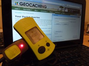 Geomate Jr and netbook with Geocaching.com displayed